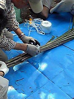 祇園祭の茅の輪作り